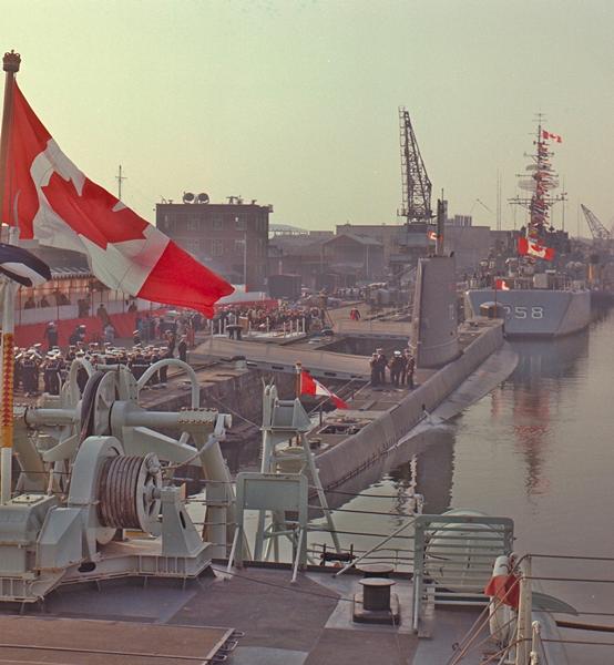 HMCS Ojibwa (S72) commissioned